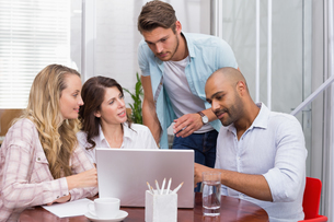 Business team working together with laptopの写真素材 [FYI00003434]