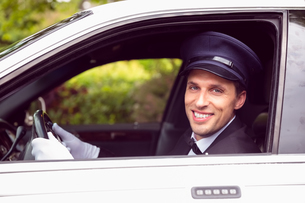 Limousine driver smiling at cameraの写真素材 [FYI00003506]