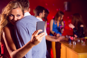 Cute couple slow dancing togetherの写真素材 [FYI00003511]