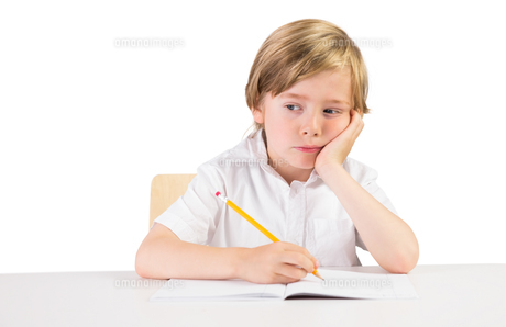 Worried student doing some homeworkの写真素材 [FYI00003541]