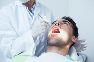 Close up of man having his teeth examinedの写真素材 [FYI00003651]
