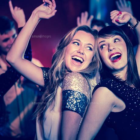 Happy friends having fun togetherの写真素材 [FYI00003698]