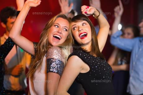 Happy friends having fun togetherの写真素材 [FYI00003702]
