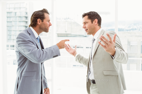 Business colleagues in argument at officeの写真素材 [FYI00003714]