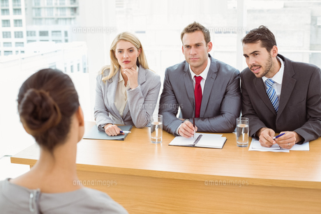 Business people interviewing womanの写真素材 [FYI00003728]