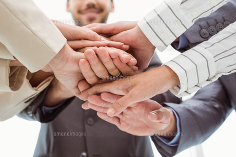 Close up of executives holding hands togetherの写真素材 [FYI00003731]