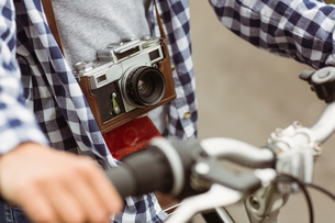 Close up of the bike and a retro cameraの素材 [FYI00003848]