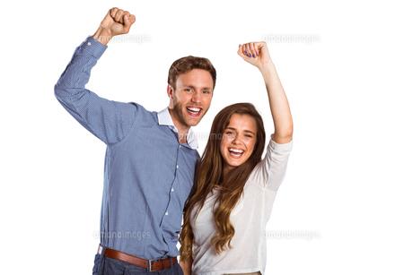 Happy young couple cheeringの写真素材 [FYI00003873]