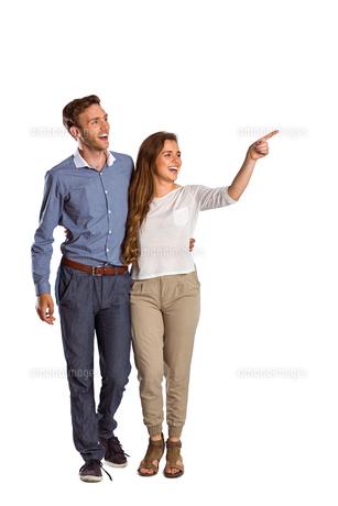 Full length of couple looking awayの写真素材 [FYI00003885]