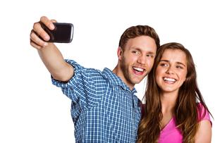 Couple taking selfie with smart phoneの写真素材 [FYI00003899]