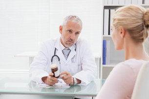 Concentrated doctor giving a prescriptionの写真素材 [FYI00003983]