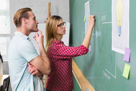 Creative business people at work by blackboardの写真素材 [FYI00004041]