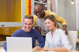 Creative colleagues using laptop in meetingの写真素材 [FYI00004057]