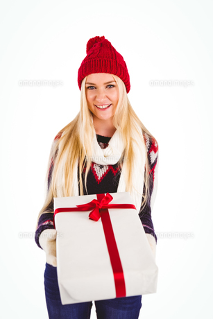 Festive blonde holding a giftの写真素材 [FYI00004268]