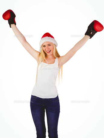 Festive blonde cheering with boxing glovesの素材 [FYI00004283]