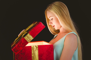 Festive blonde opening a giftの写真素材 [FYI00004285]