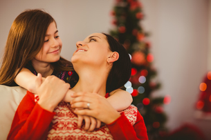 Festive mother and daughter smiling at each otherの写真素材 [FYI00004315]