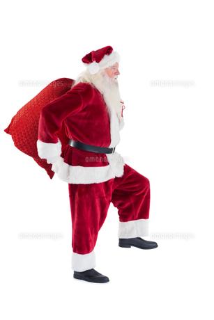 Santa carries his red bagの写真素材 [FYI00004418]