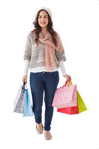 Beautiful brunette holding shopping bagsの写真素材 [FYI00004558]