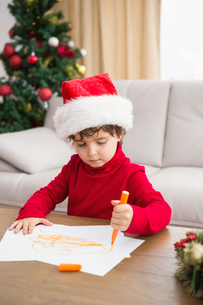 Festive little boy writing wish listの素材 [FYI00004563]