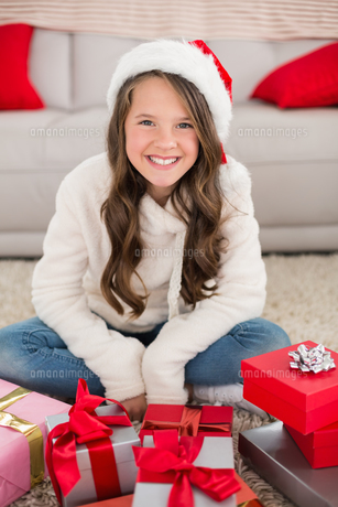 Festive little girl smiling at camera with giftsの写真素材 [FYI00004567]