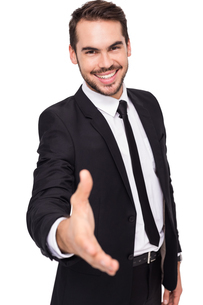 Portrait of smiling businessman offering handshakeの写真素材 [FYI00004582]