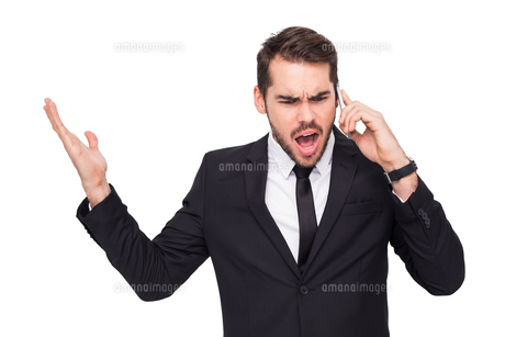 Angry businessman gesturing on the phoneの写真素材 [FYI00004587]