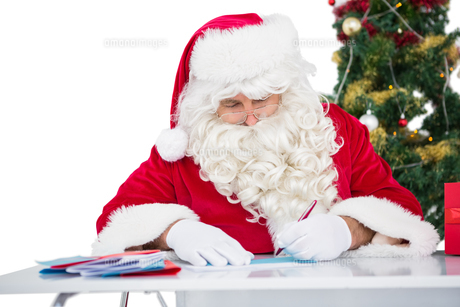Father christmas writing lettersの素材 [FYI00004590]