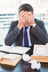 Stressed businessman with head in handsの写真素材 [FYI00004796]
