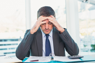 Stressed businessman with head in handsの写真素材 [FYI00004797]