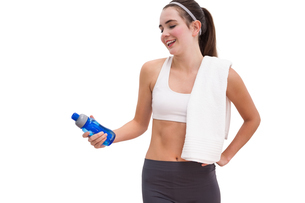 Fit brunette looking at sports bottleの写真素材 [FYI00004966]