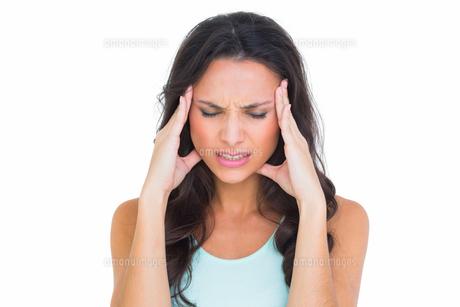 Pretty brunette getting a headacheの素材 [FYI00005097]