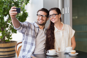 Cute couple on a date taking a selfieの写真素材 [FYI00005143]
