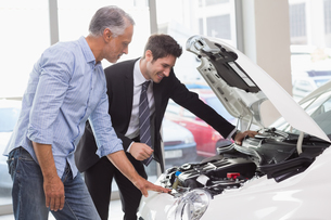 Two men looking at a car engineの写真素材 [FYI00005164]