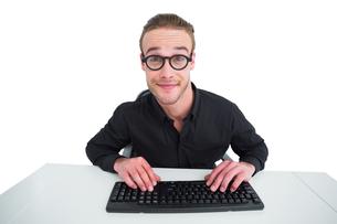 Portrait of businessman working at his deskの写真素材 [FYI00005213]