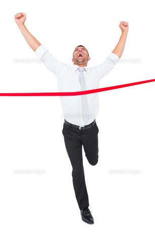 Businessman crossing the finish lineの素材 [FYI00005256]