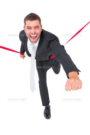 Businessman crossing the finish lineの素材 [FYI00005257]
