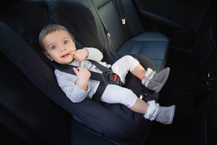Cute baby in a car seatの写真素材 [FYI00005287]