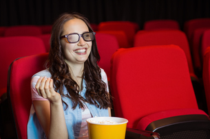Young woman watching a 3d filmの写真素材 [FYI00005322]