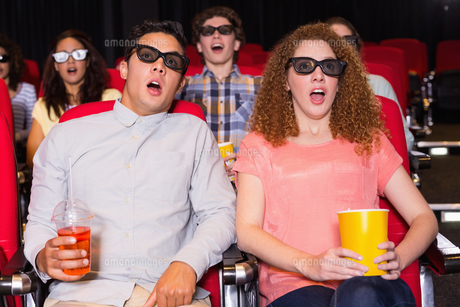 Young friends watching a 3d filmの素材 [FYI00005357]