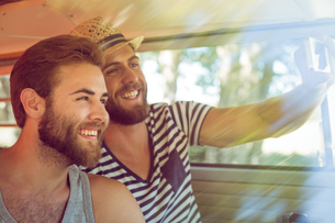Hipster friends on road tripの写真素材 [FYI00005584]
