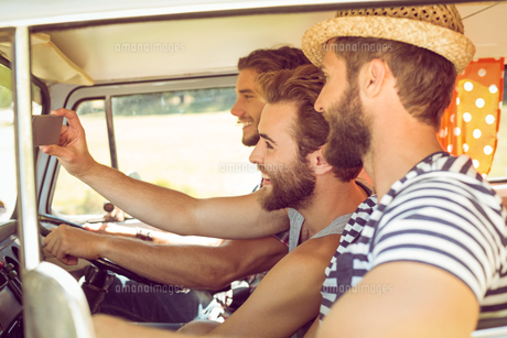Hipster friends on road tripの写真素材 [FYI00005586]