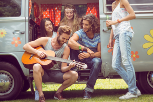 Hipster friends in camper van at festivalの写真素材 [FYI00005595]