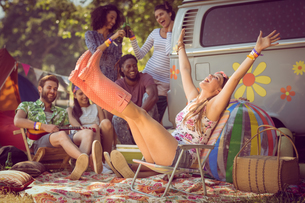 Carefree hipster having fun on campsiteの写真素材 [FYI00005626]
