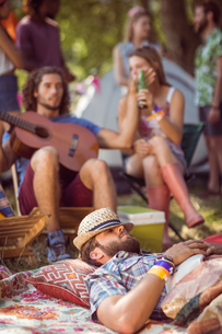 Handsome hipster relaxing on campsiteの写真素材 [FYI00005639]
