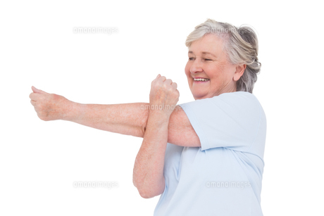Senior woman stretching her armsの写真素材 [FYI00005676]