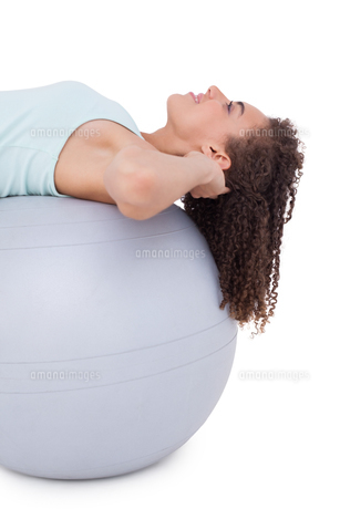 Fit woman doing sit ups on exercise ballの素材 [FYI00005684]