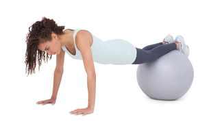 Fit woman wokring out on exercise ballの素材 [FYI00005694]
