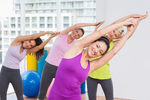 Women practicing stretching exercise in gymの写真素材 [FYI00005796]