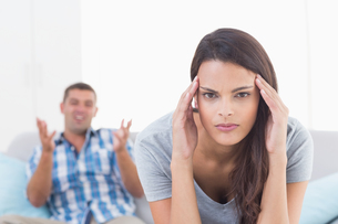 Woman suffering from headache while man arguingの写真素材 [FYI00005886]
